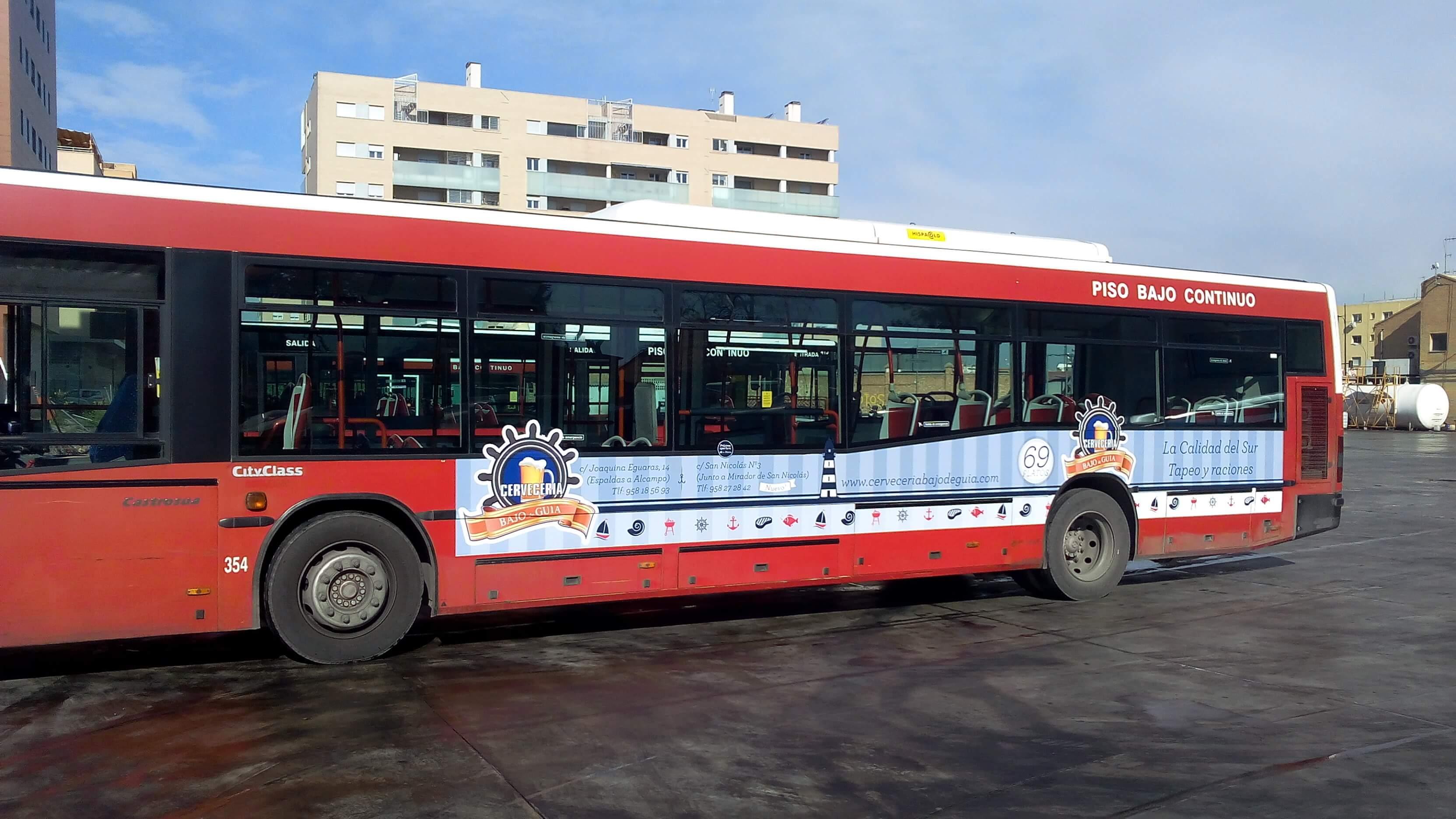 """Publicidad en autobuses Granada """"Bajo de guia"""""""